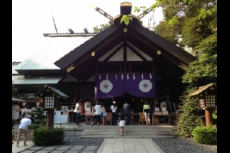 To Tokyo Daijingu, a Shrine That Is Believed to Produce a High Rate of Success in Love